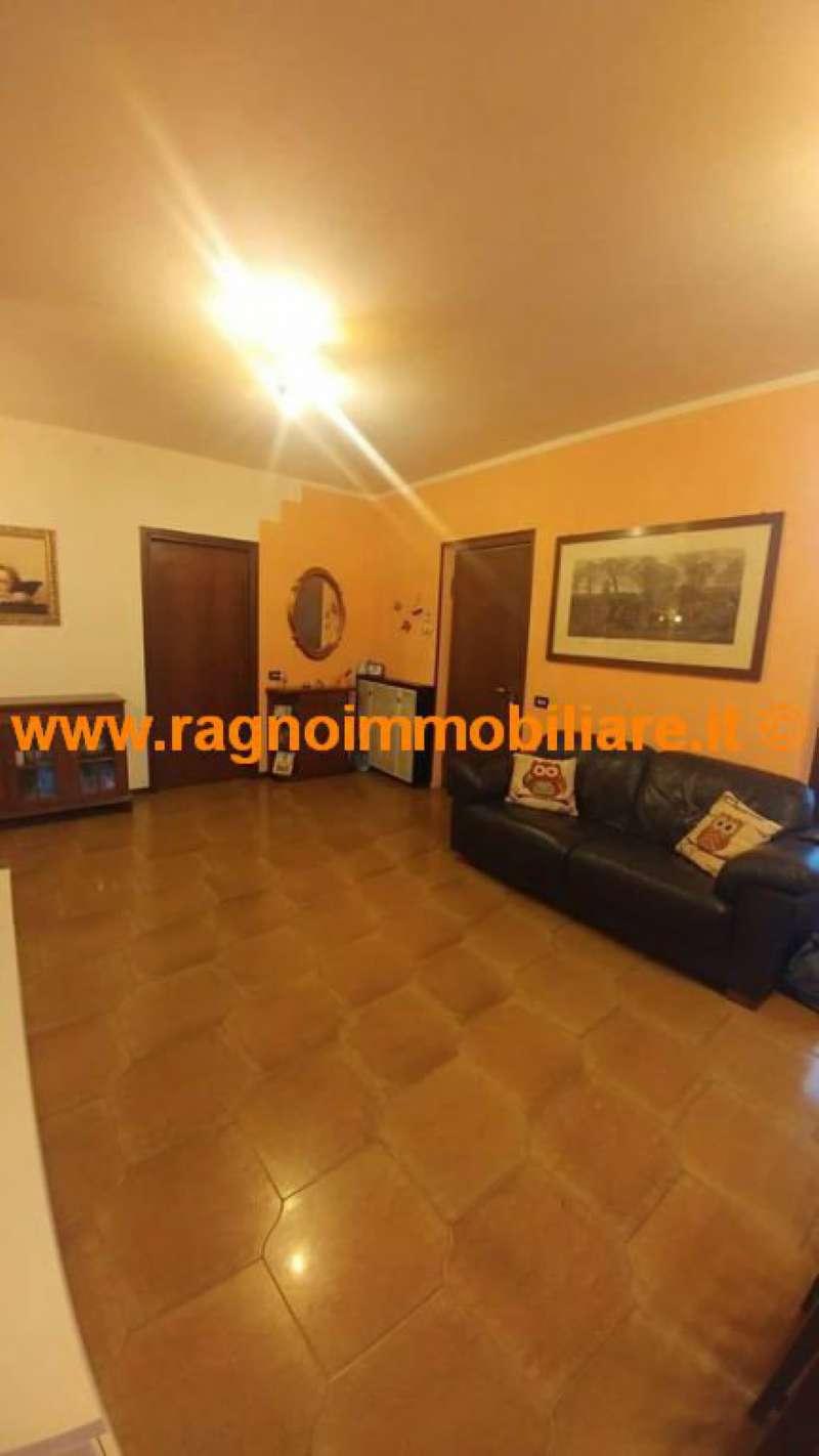 Villa in vendita a Giussago, 5 locali, prezzo € 250.000 | CambioCasa.it