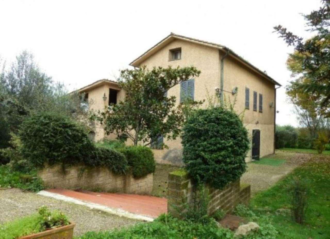 Rustico / Casale in vendita a Ronciglione, 6 locali, prezzo € 420.000 | Cambio Casa.it