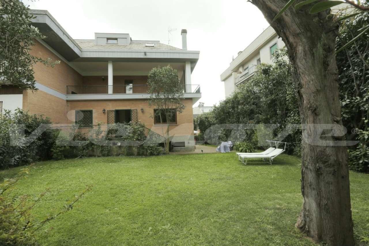 Villa in vendita a Grottaferrata, 9 locali, prezzo € 690.000 | CambioCasa.it