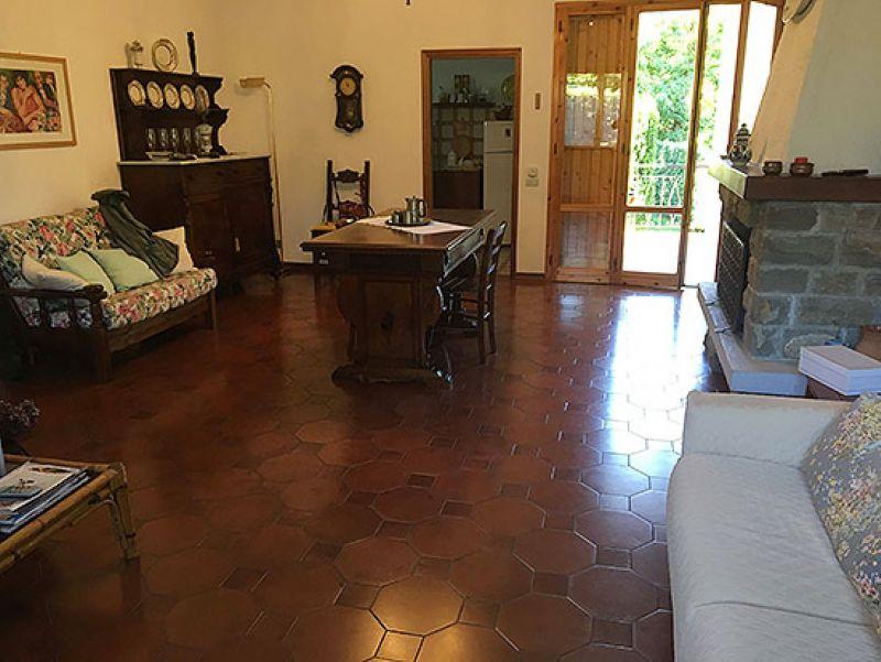 Palazzo / Stabile in vendita a Reggello, 7 locali, prezzo € 205.000 | Cambio Casa.it