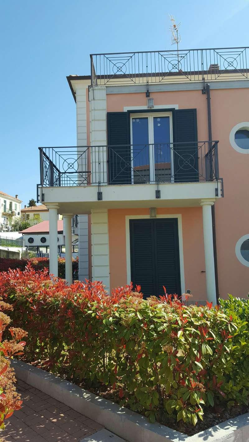 Appartamento in vendita a Riva Ligure, 2 locali, prezzo € 198.000 | Cambio Casa.it
