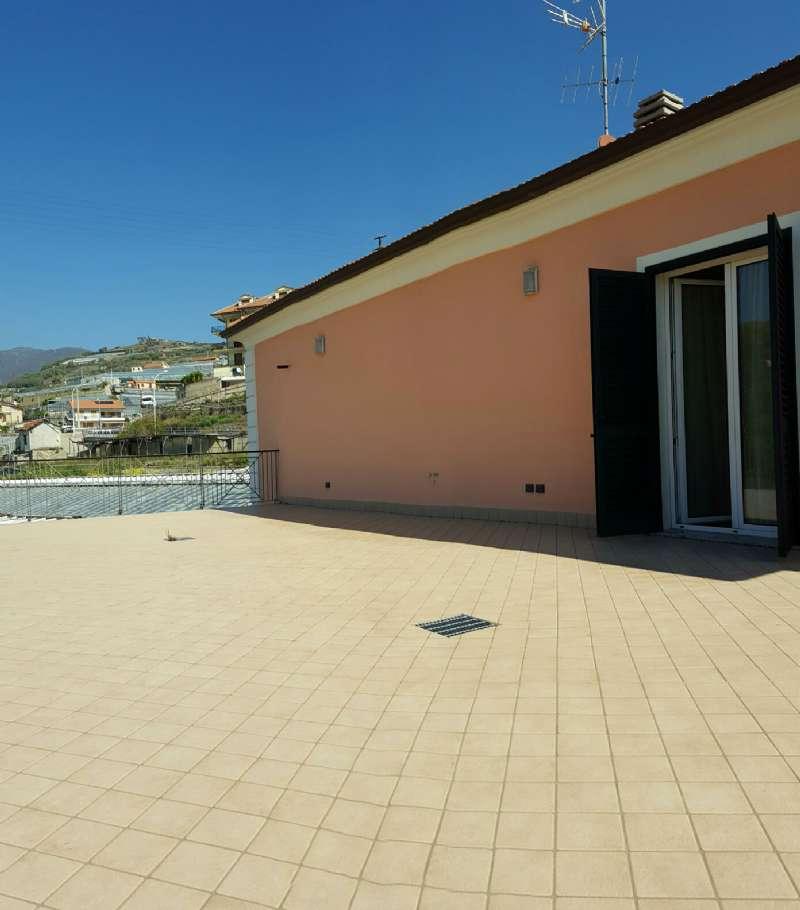 Appartamento in vendita a Riva Ligure, 2 locali, prezzo € 249.000 | CambioCasa.it