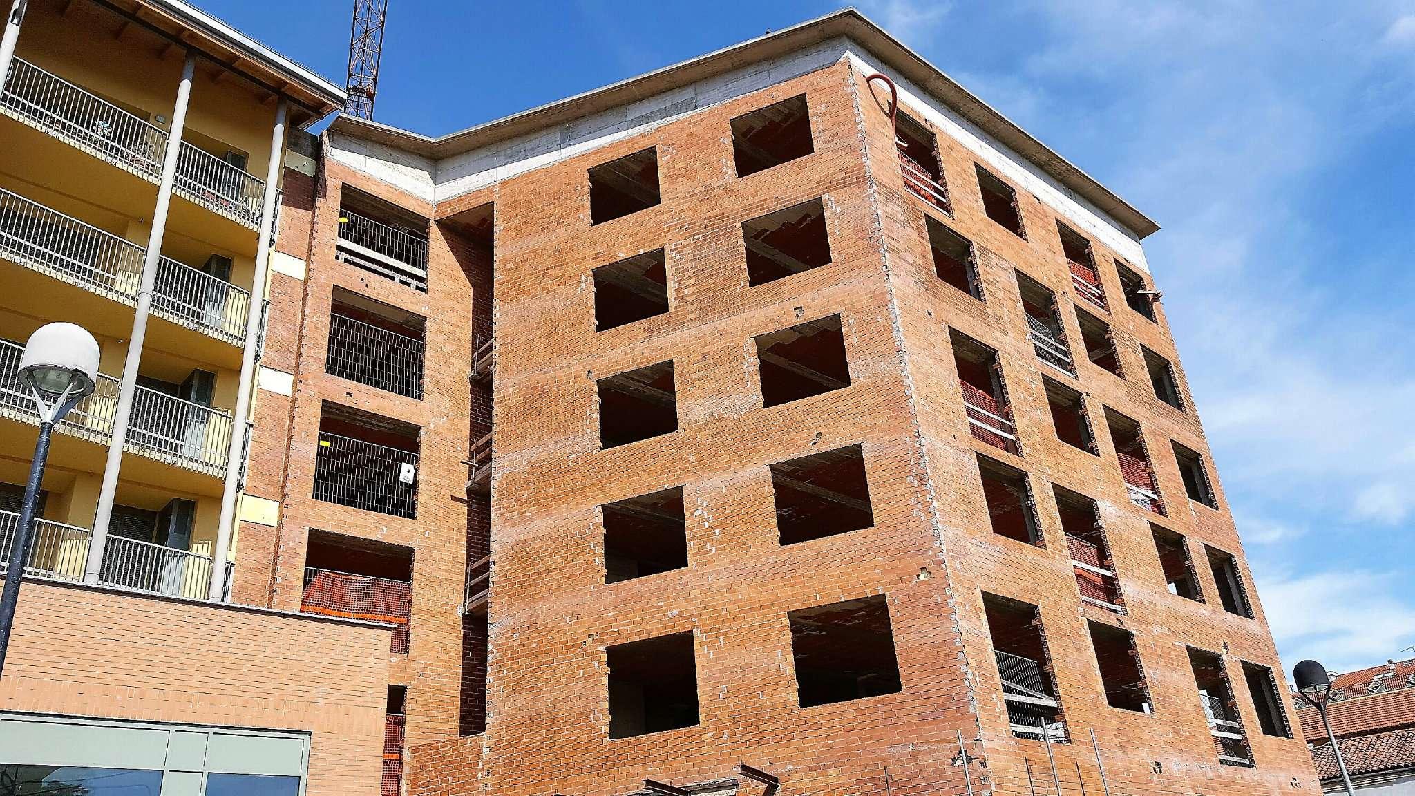 Palazzo / Stabile in Vendita a Ciriè