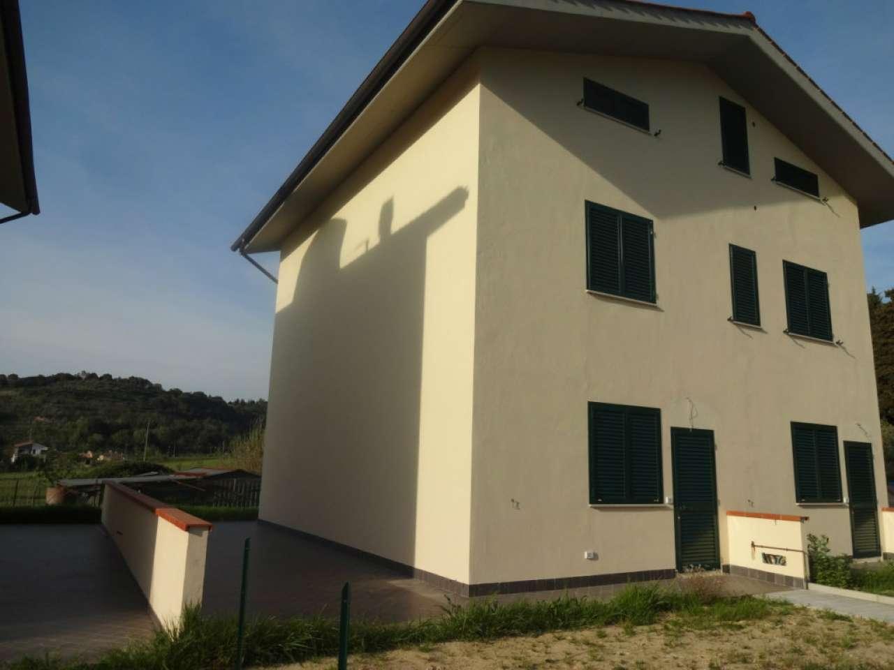 Palazzo / Stabile in Vendita a Crespina Lorenzana