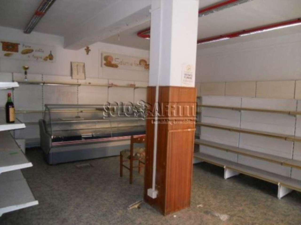 Negozio / Locale in affitto a Pistoia, 3 locali, prezzo € 800 | Cambio Casa.it