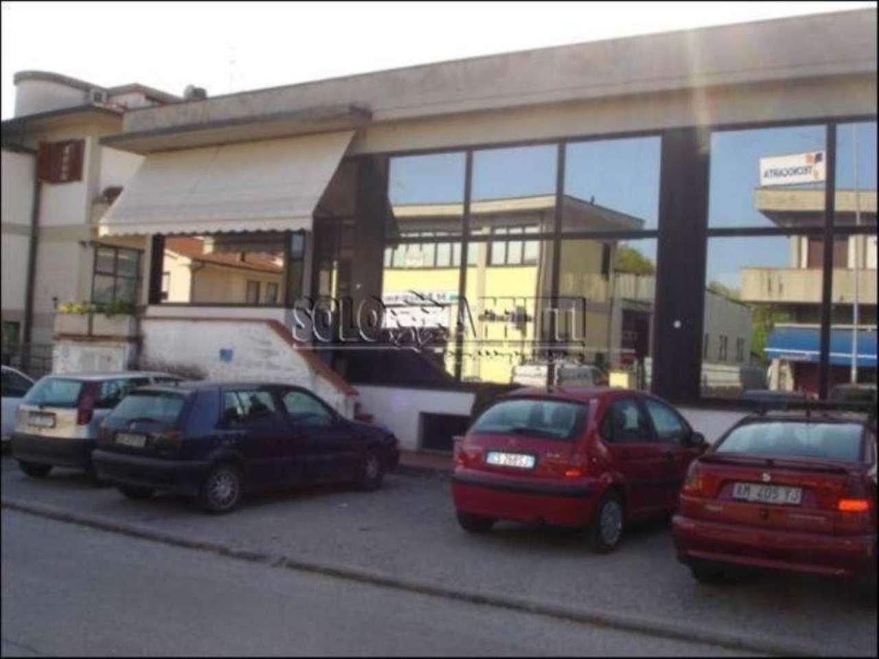 Capannone in affitto a Pistoia, 1 locali, prezzo € 2.500 | CambioCasa.it
