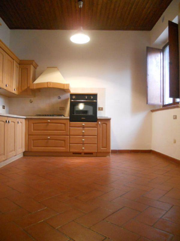 Soluzione Indipendente in affitto a Pistoia, 5 locali, prezzo € 600 | CambioCasa.it