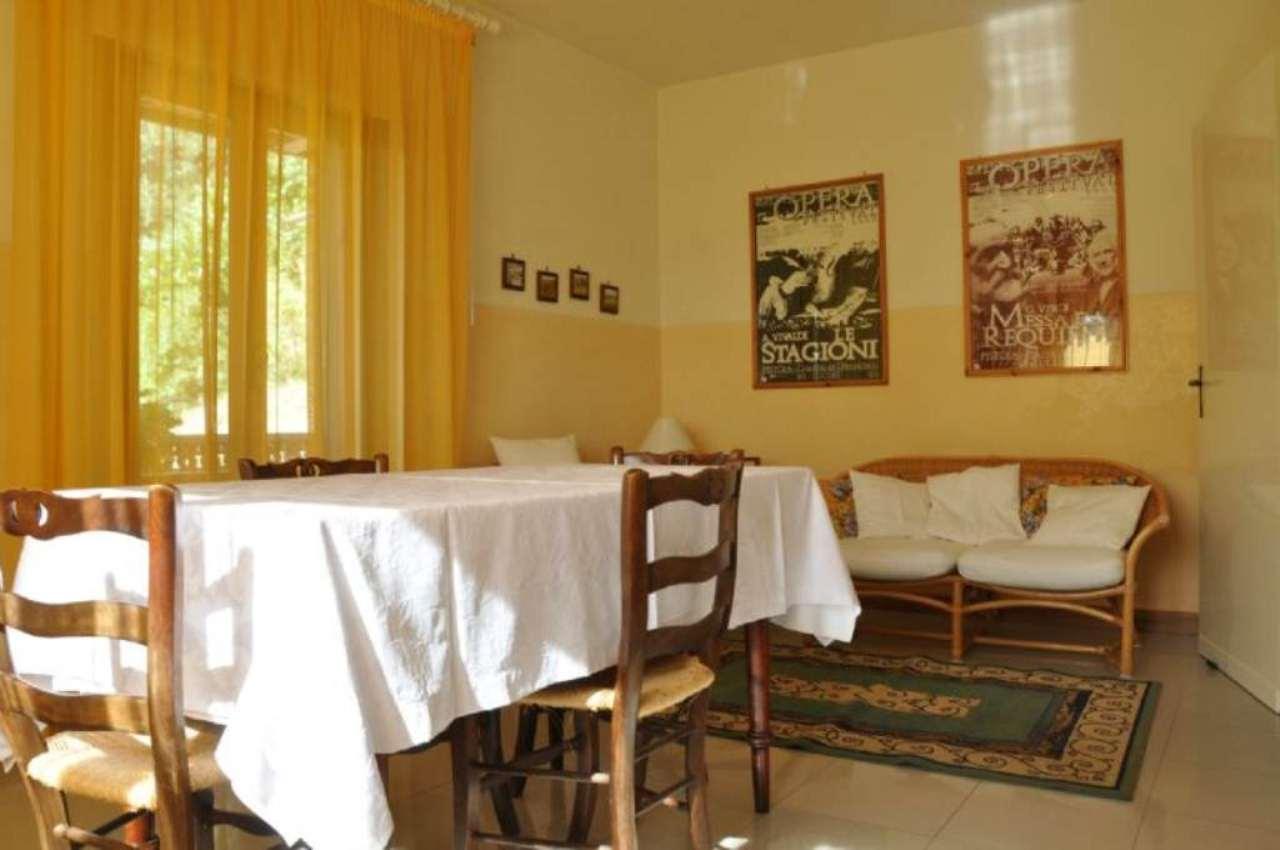 Soluzione Indipendente in affitto a Pistoia, 5 locali, prezzo € 500 | CambioCasa.it