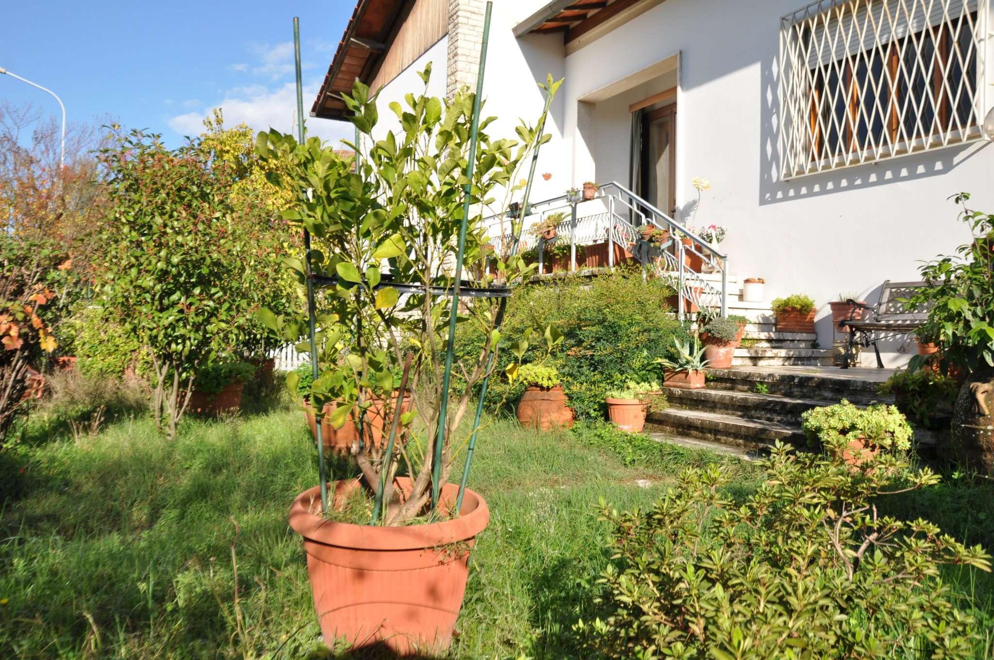Soluzione Indipendente in vendita a Pistoia, 9 locali, prezzo € 500.000 | Cambio Casa.it