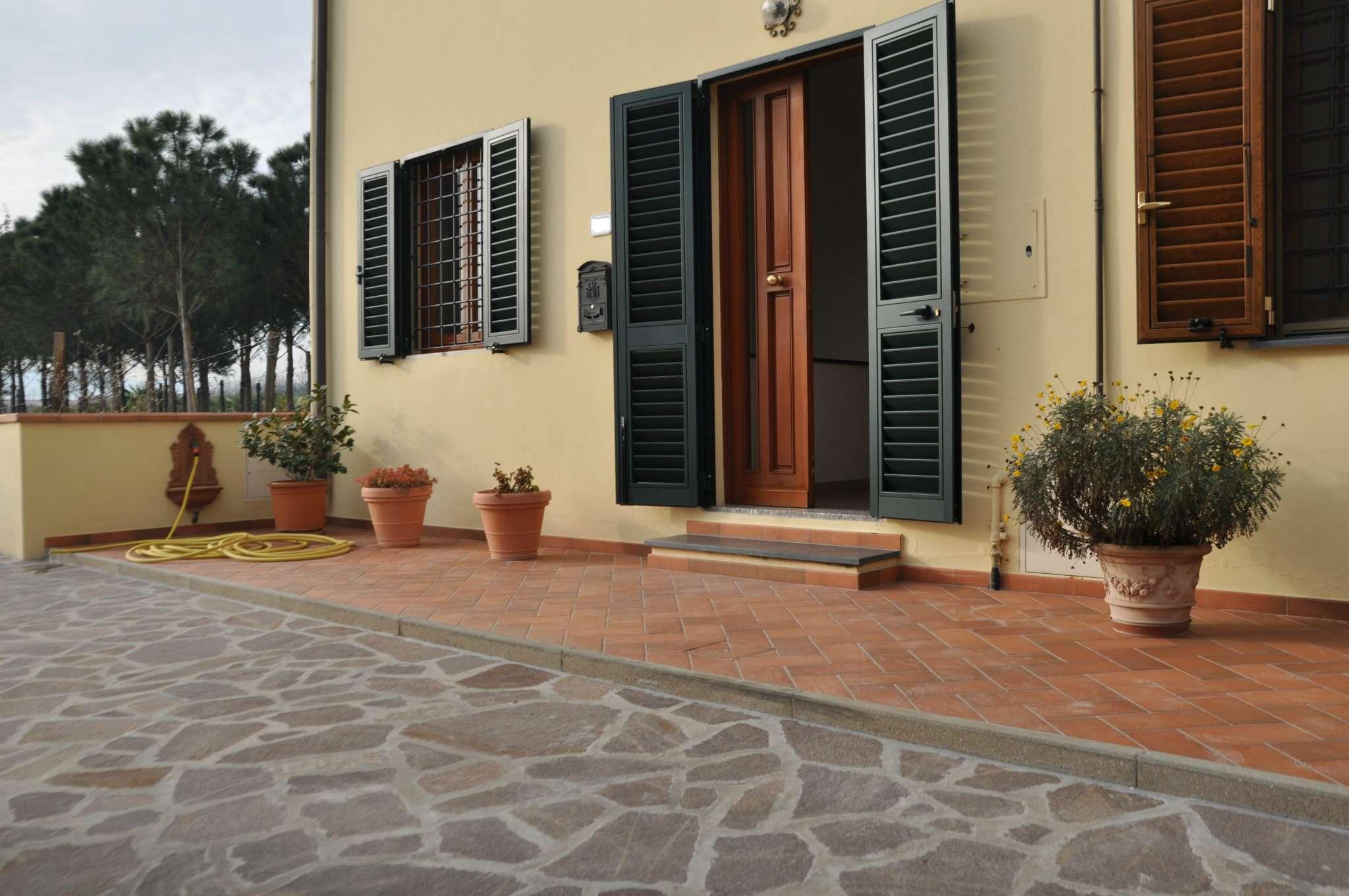 Palazzo / Stabile in affitto a Pistoia, 5 locali, prezzo € 550 | Cambio Casa.it