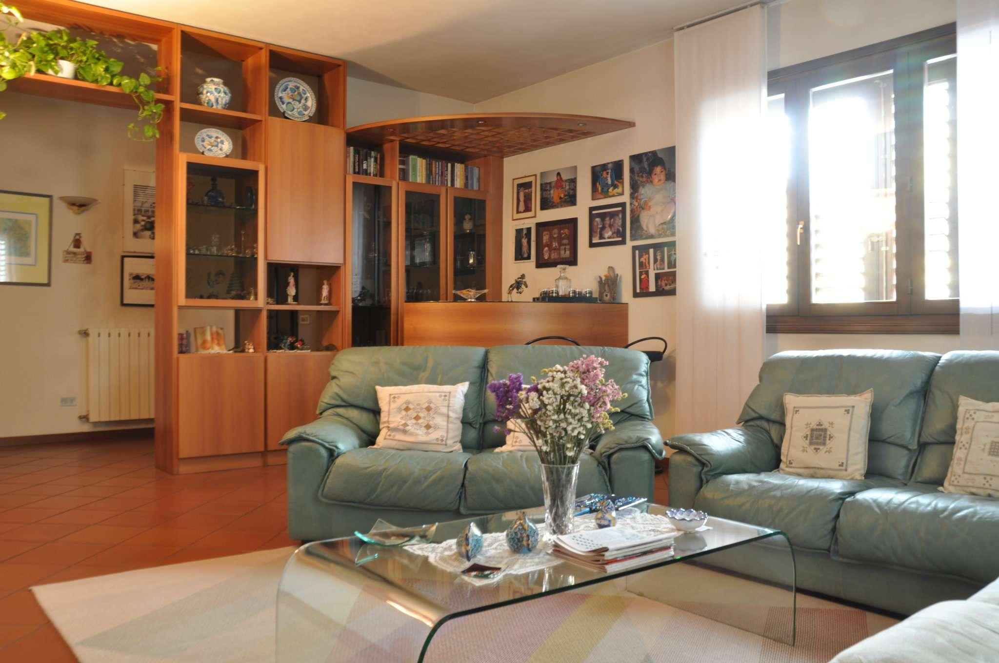 Soluzione Indipendente in vendita a Pistoia, 8 locali, prezzo € 450.000 | CambioCasa.it