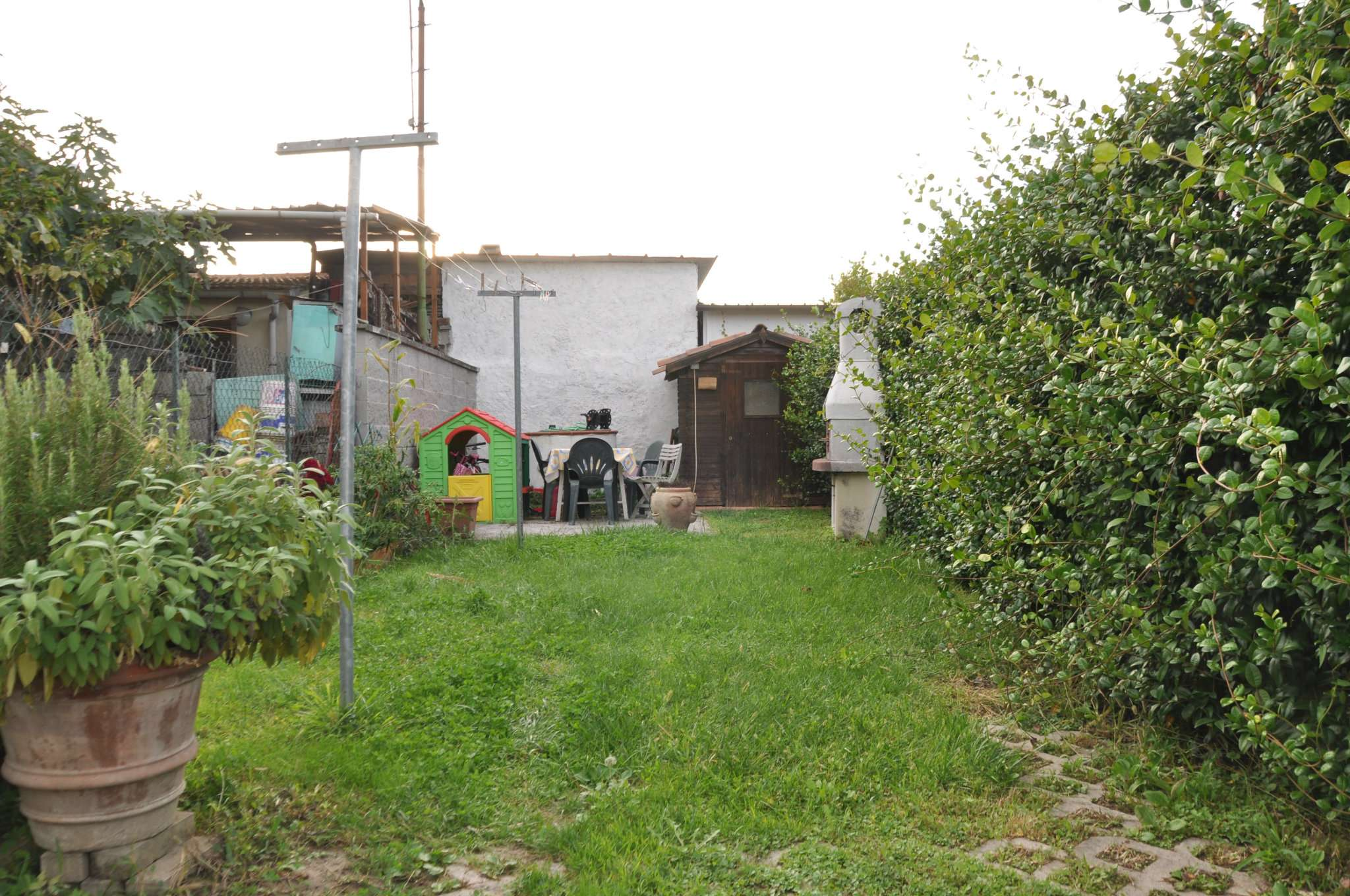 Palazzo / Stabile in vendita a Pistoia, 3 locali, prezzo € 130.000 | CambioCasa.it