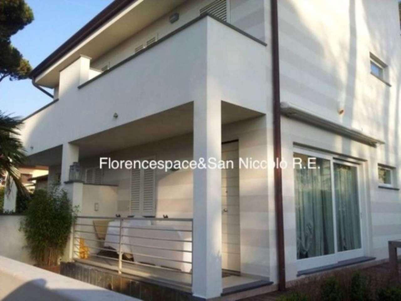 Soluzione Indipendente in vendita a Pietrasanta, 5 locali, prezzo € 850.000   CambioCasa.it