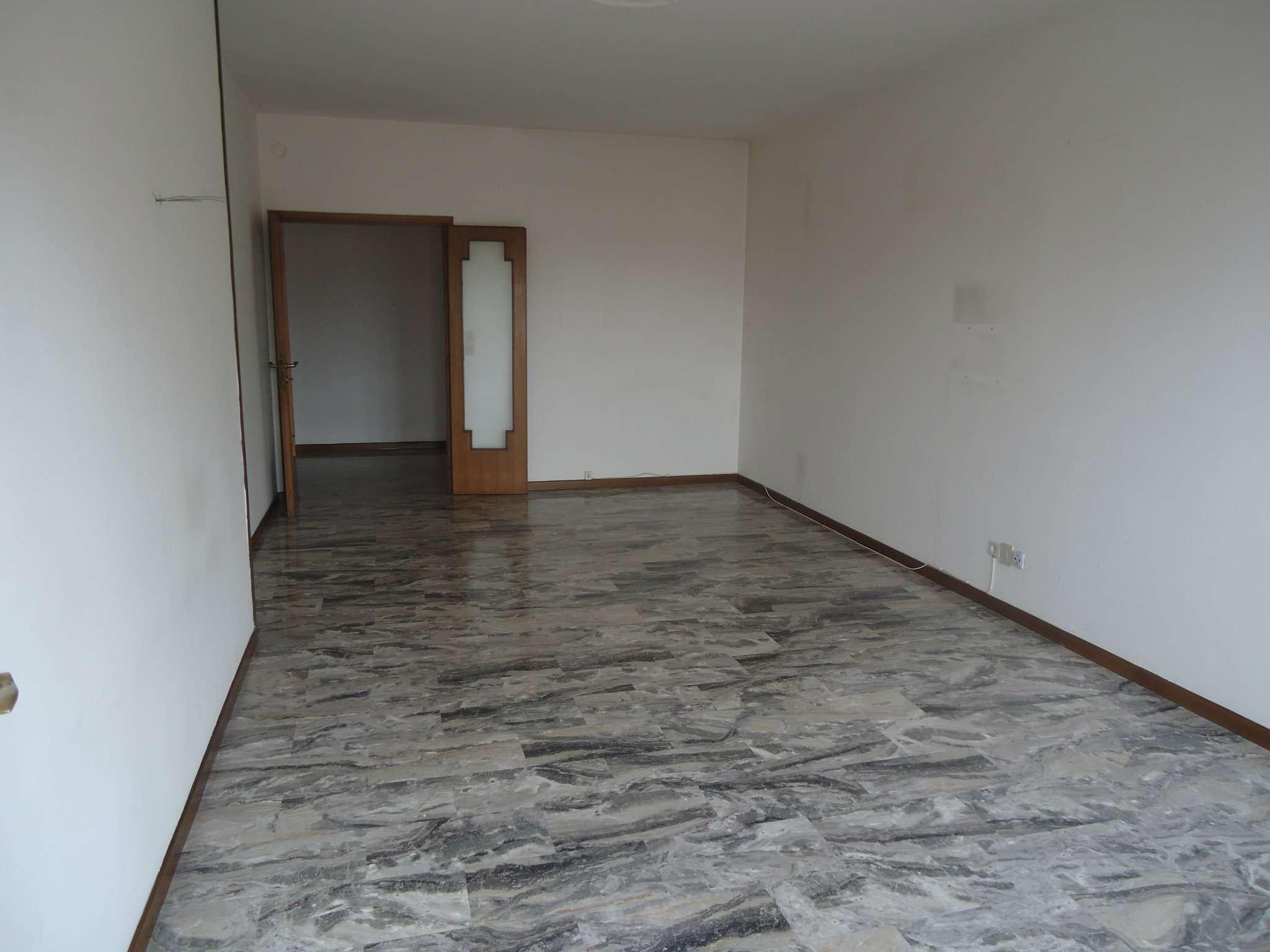 Appartamento in vendita a Padova, 5 locali, zona Zona: 4 . Sud-Est (S.Croce-S. Osvaldo, Bassanello-Voltabarozzo), prezzo € 149.000 | Cambio Casa.it