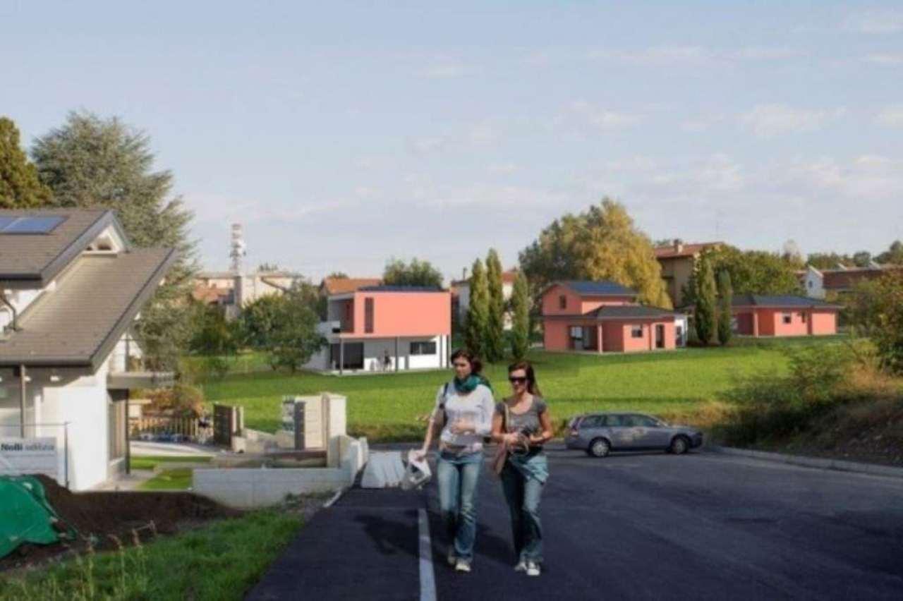 Villa in vendita a Carnago, 6 locali, prezzo € 360.000 | Cambio Casa.it