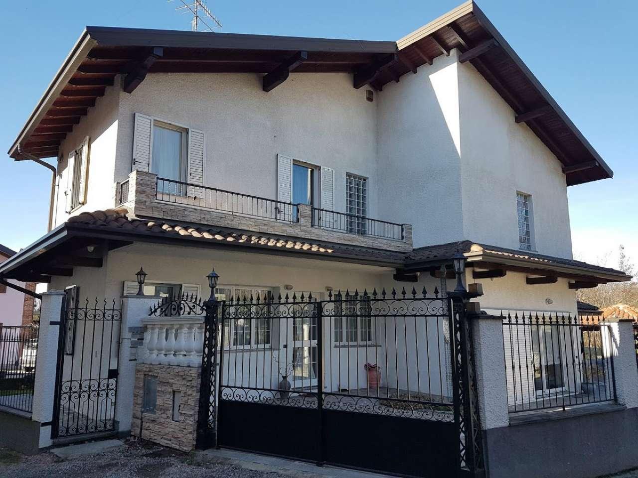 Villa in Vendita a Carnago