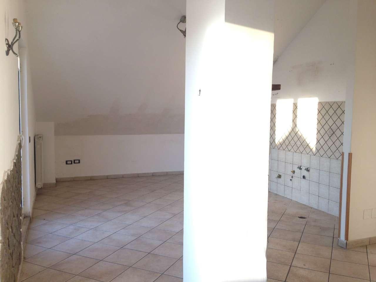 Attico / Mansarda in affitto a Giugliano in Campania, 5 locali, prezzo € 500 | CambioCasa.it