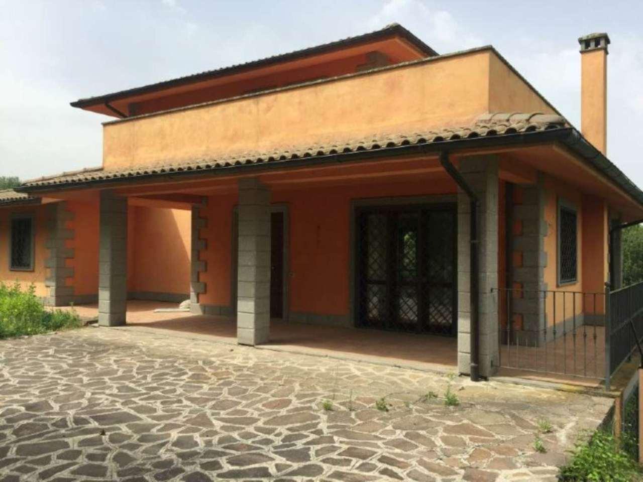 Villa in vendita a Campagnano di Roma, 10 locali, Trattative riservate | CambioCasa.it