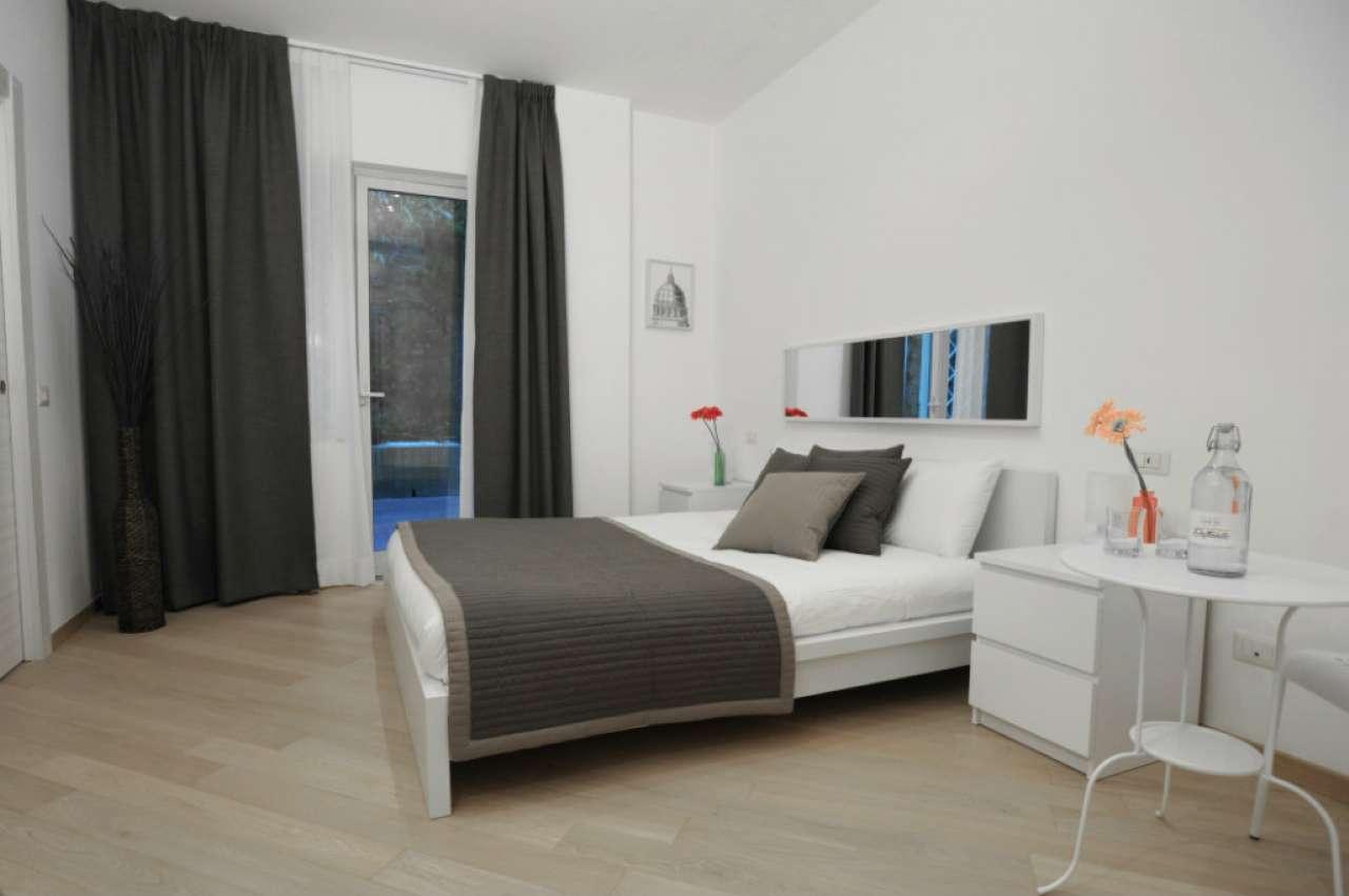 Appartamento in vendita 3 vani 100 mq.  via delle Mura Aurelie Roma