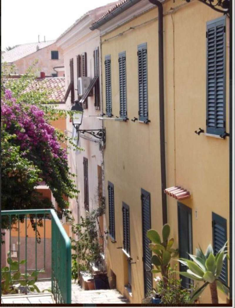 Soluzione Indipendente in vendita a La Maddalena, 3 locali, prezzo € 140.000 | Cambio Casa.it