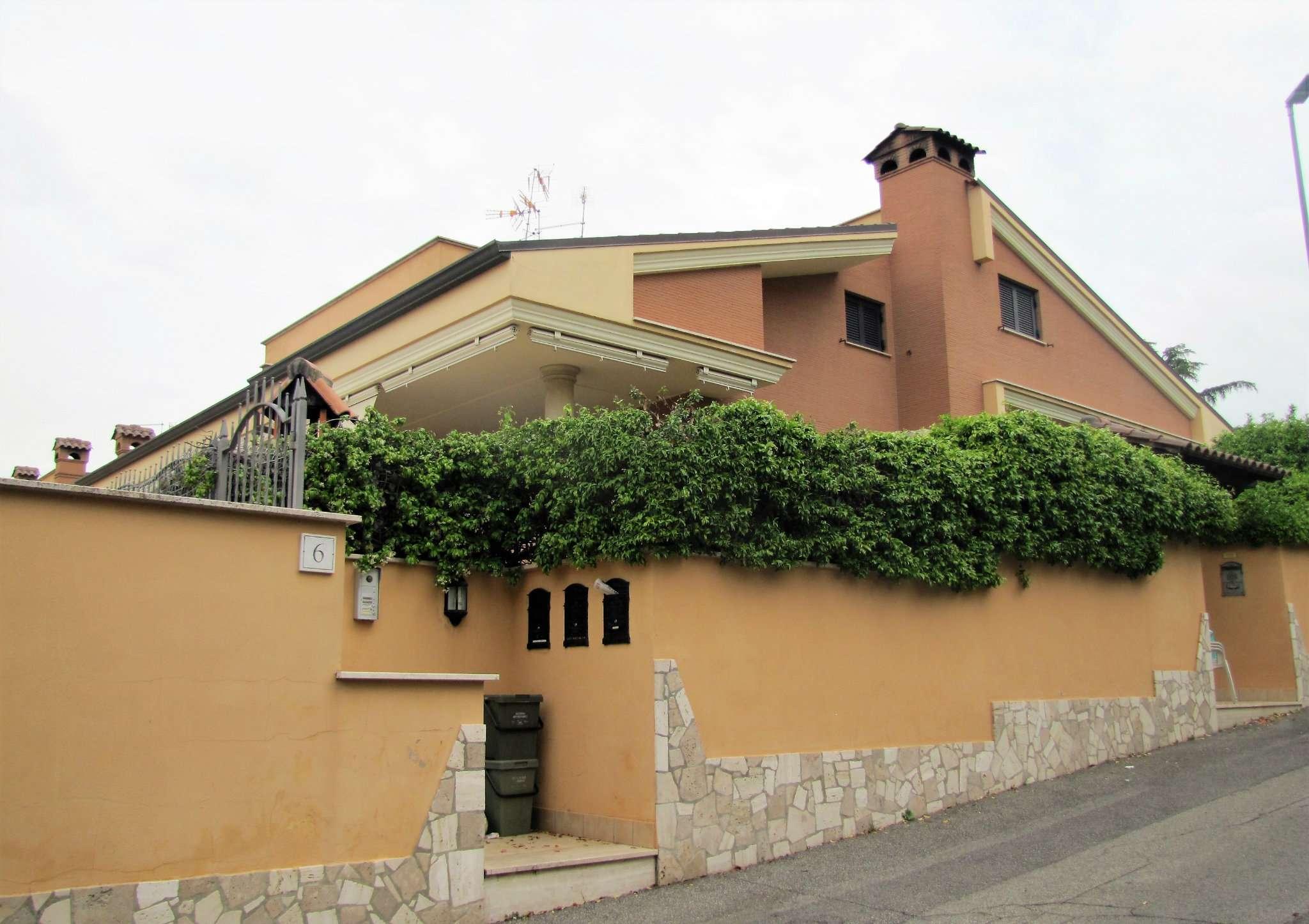 Foto 1 di Villa a Schiera via MITTA 6, Roma (zona Finocchio - Torre Gaia - Tor Vergata)