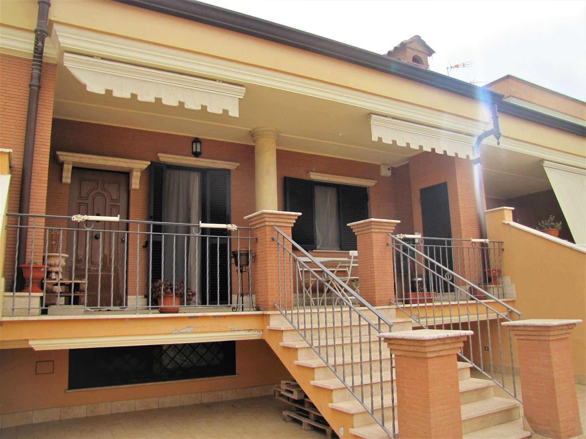 Foto 3 di Villa a Schiera via MITTA 6, Roma (zona Finocchio - Torre Gaia - Tor Vergata)