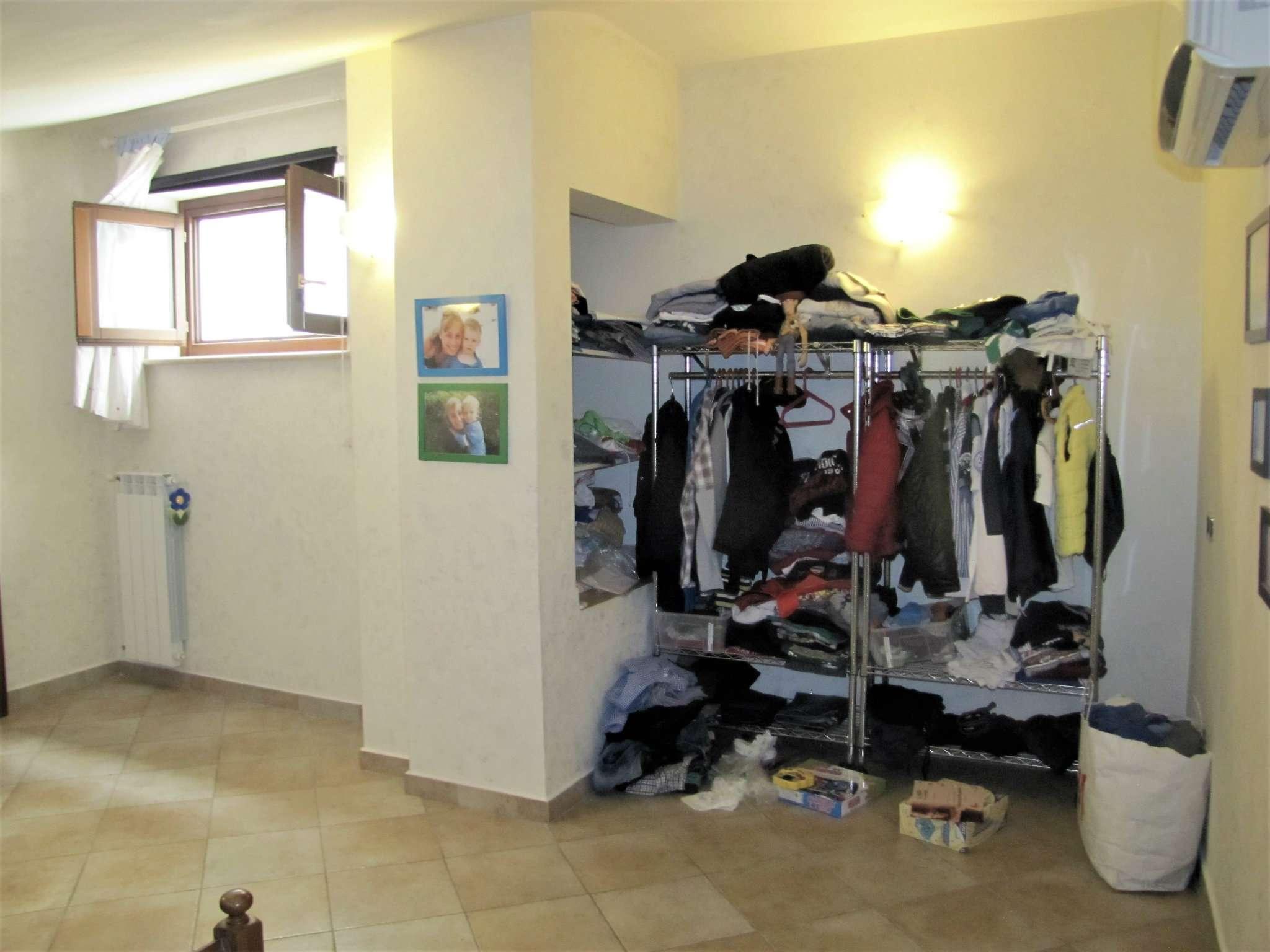 Foto 17 di Villa a Schiera via MITTA 6, Roma (zona Finocchio - Torre Gaia - Tor Vergata)