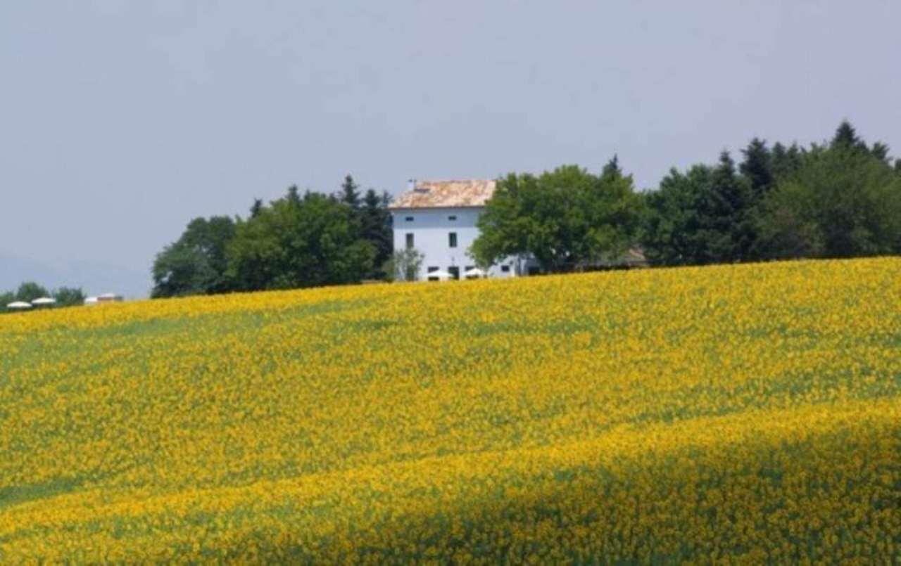 Rustico / Casale in vendita a Loro Piceno, 6 locali, Trattative riservate | Cambio Casa.it