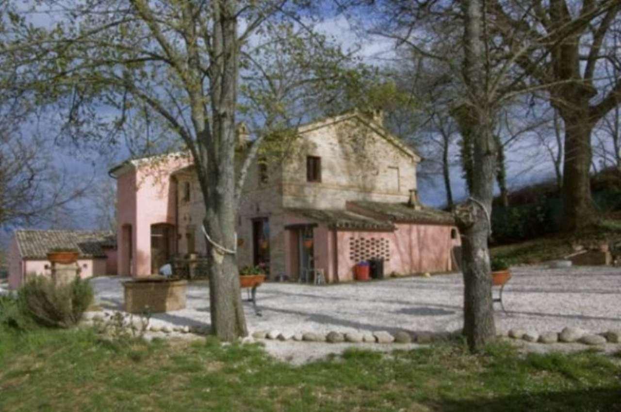Rustico / Casale in vendita a Loro Piceno, 9999 locali, prezzo € 500.000 | Cambio Casa.it