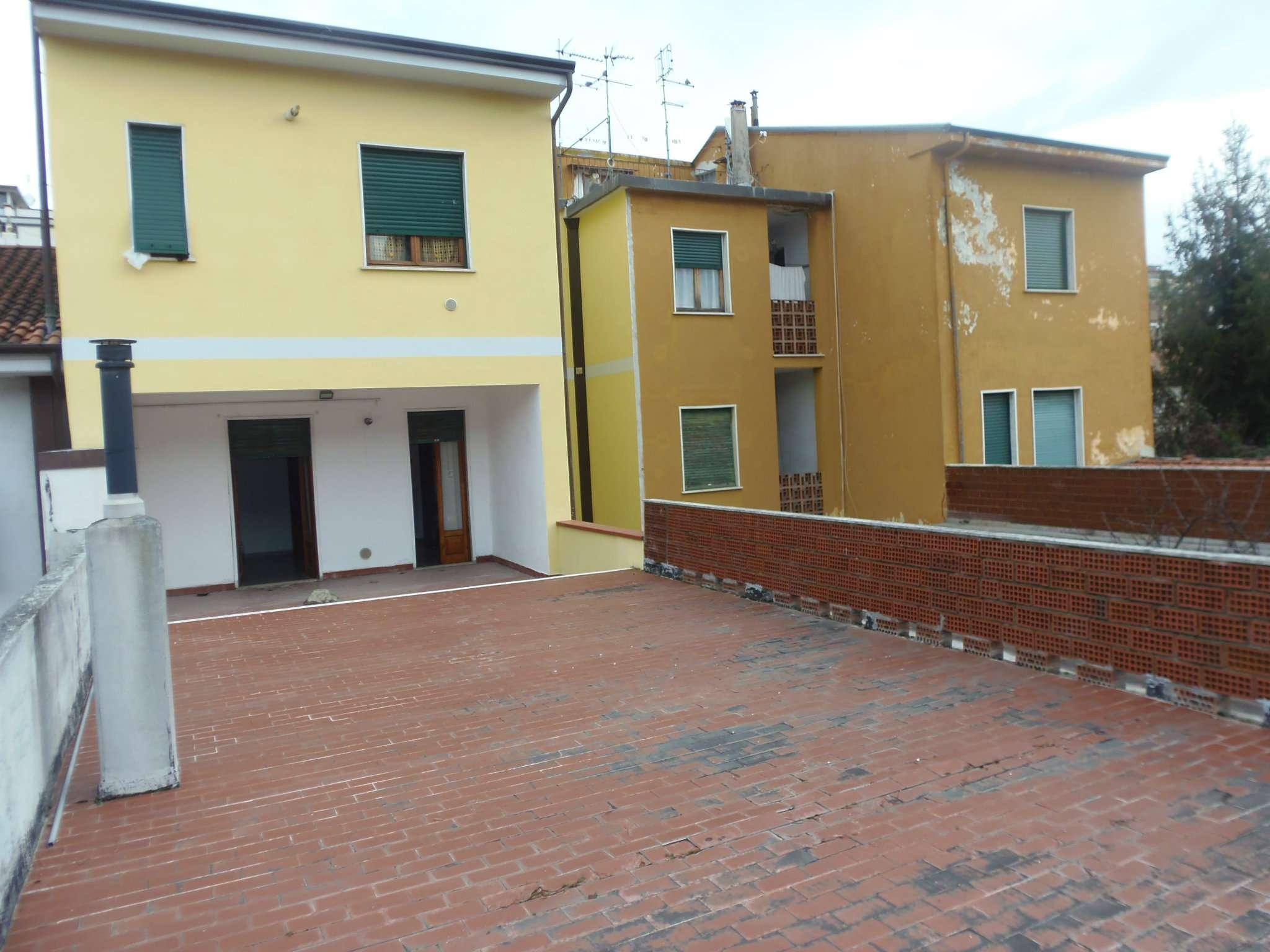 Palazzo / Stabile in vendita a Carrara, 9999 locali, prezzo € 660.000 | Cambio Casa.it