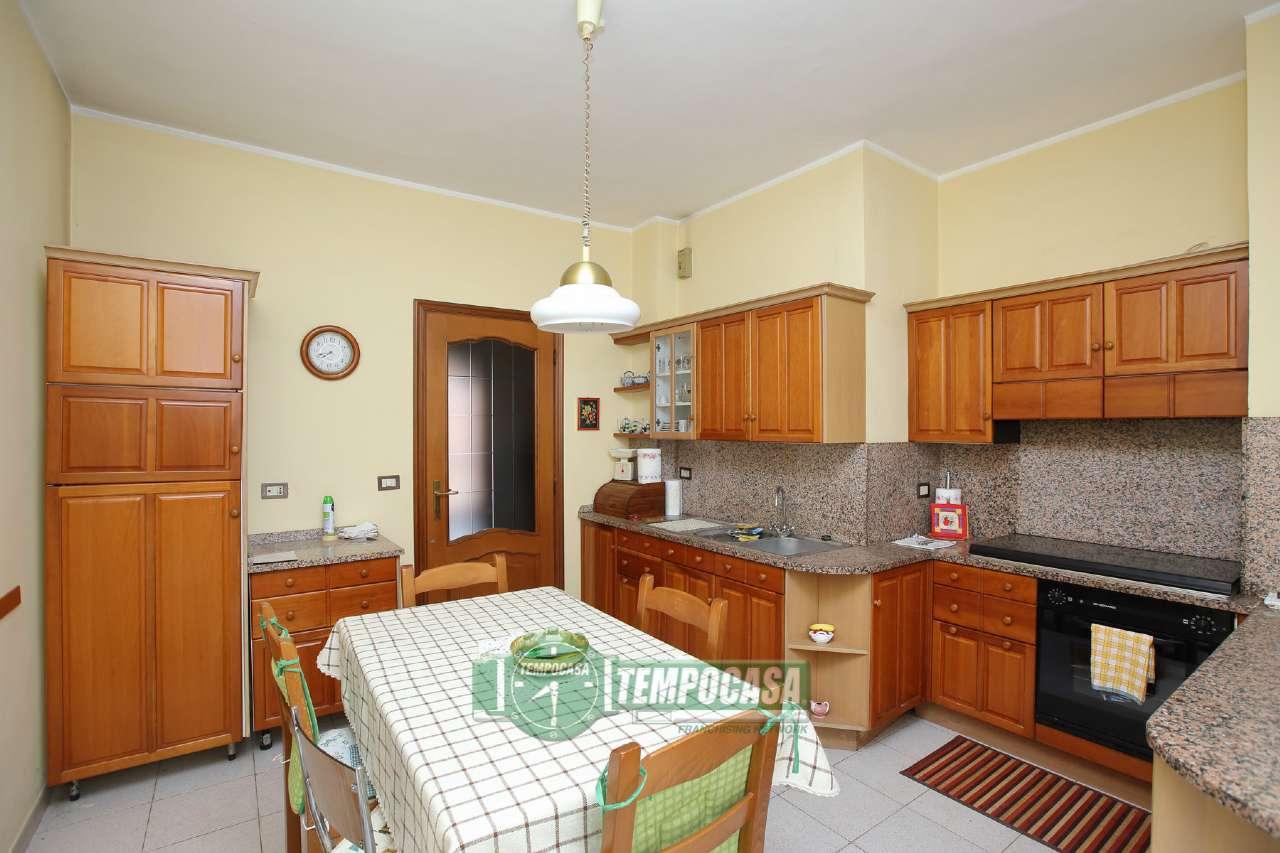Appartamento in vendita a Chivasso, 5 locali, prezzo € 109.000 | Cambio Casa.it