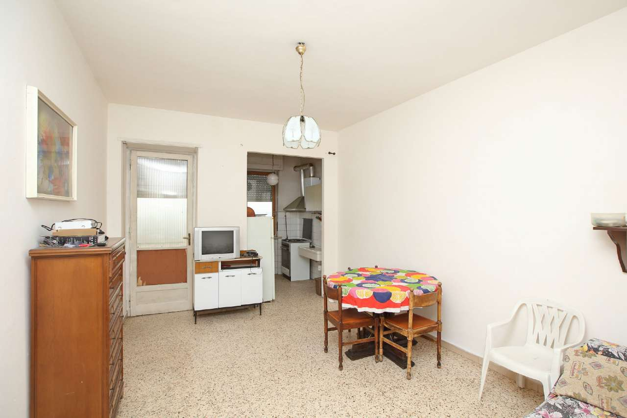 Appartamento in vendita a Chivasso, 2 locali, prezzo € 35.000   Cambio Casa.it