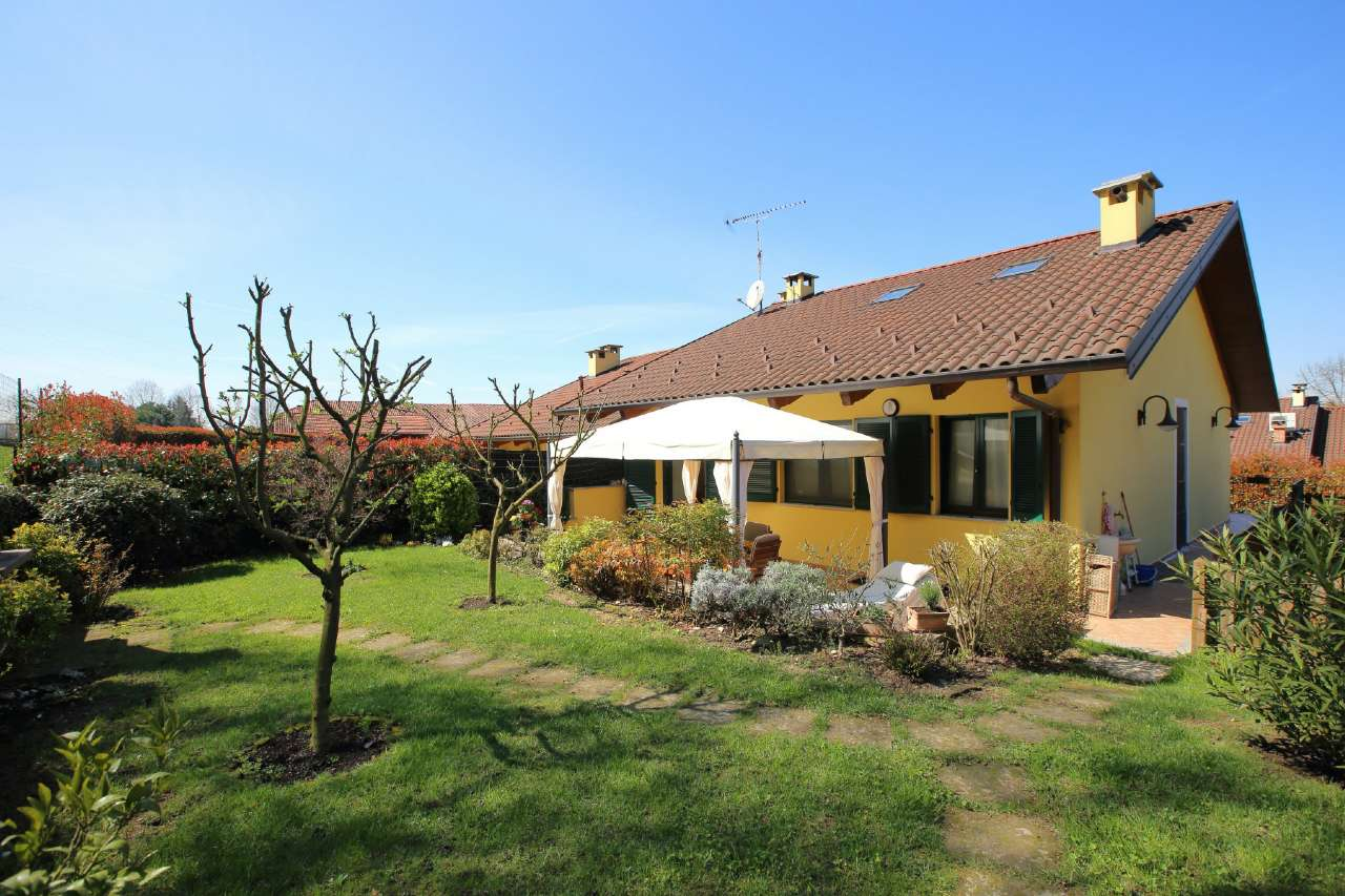 Soluzione Indipendente in vendita a Castagneto Po, 6 locali, prezzo € 249.000   Cambio Casa.it