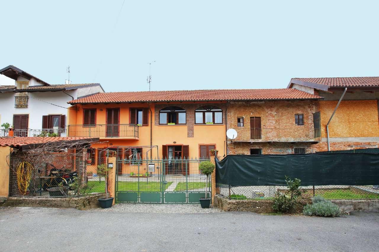 Soluzione Indipendente in vendita a Chivasso, 7 locali, prezzo € 225.000 | CambioCasa.it