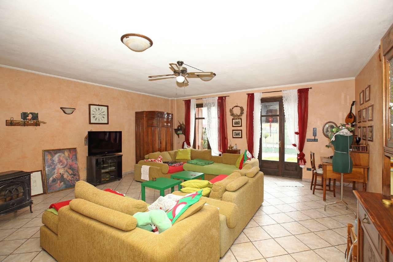 Soluzione Indipendente in vendita a Chivasso, 7 locali, prezzo € 225.000 | Cambio Casa.it