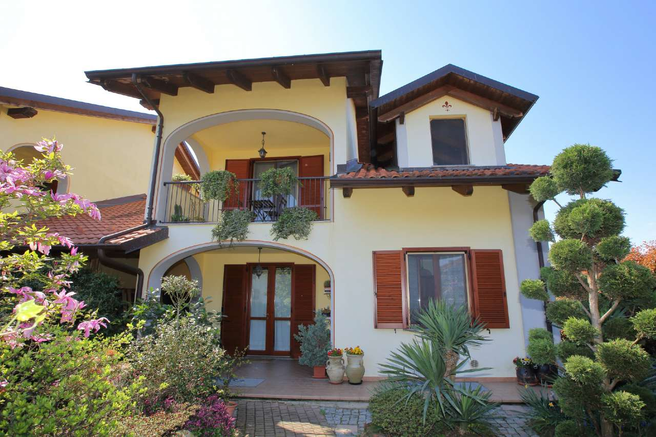 Soluzione Indipendente in vendita a Chivasso, 6 locali, prezzo € 249.000 | Cambio Casa.it