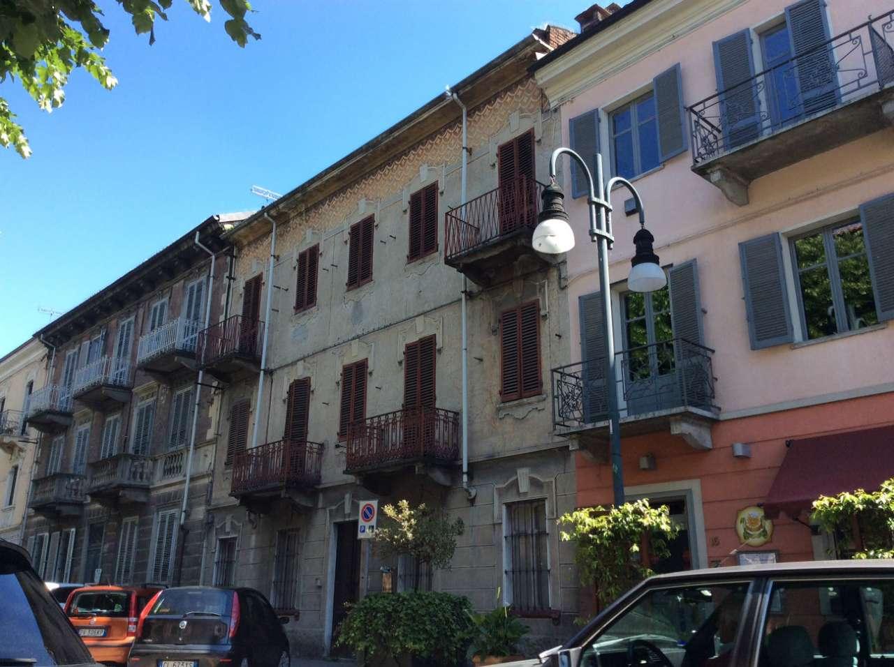 Palazzo / Stabile in affitto a Chivasso, 10 locali, prezzo € 2.300 | Cambio Casa.it
