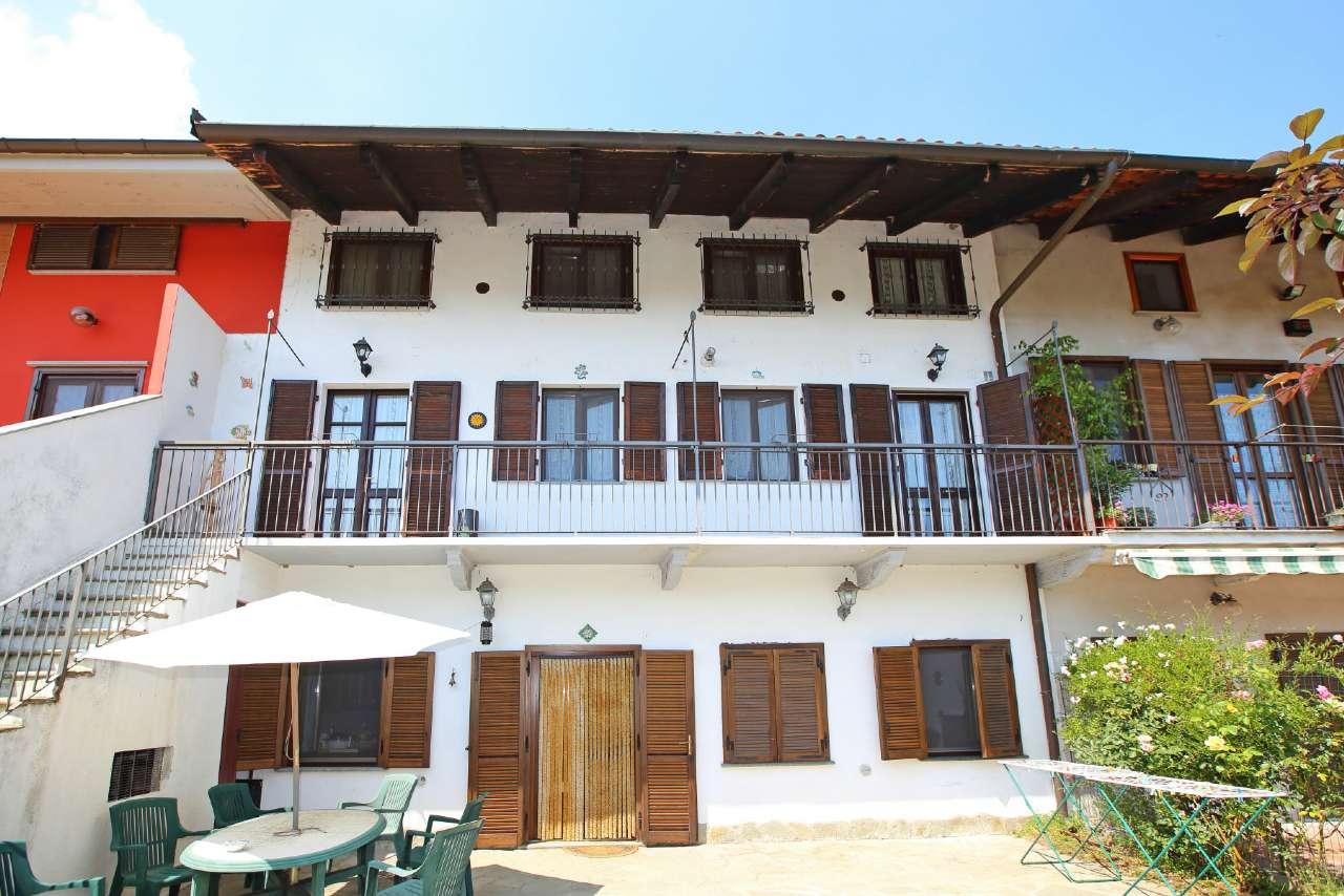 Soluzione Indipendente in vendita a Chivasso, 9 locali, prezzo € 200.000 | Cambio Casa.it