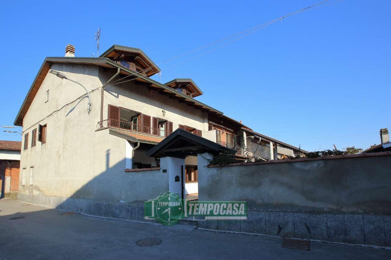 Soluzione Indipendente in vendita a Chivasso, 10 locali, prezzo € 245.000 | Cambio Casa.it