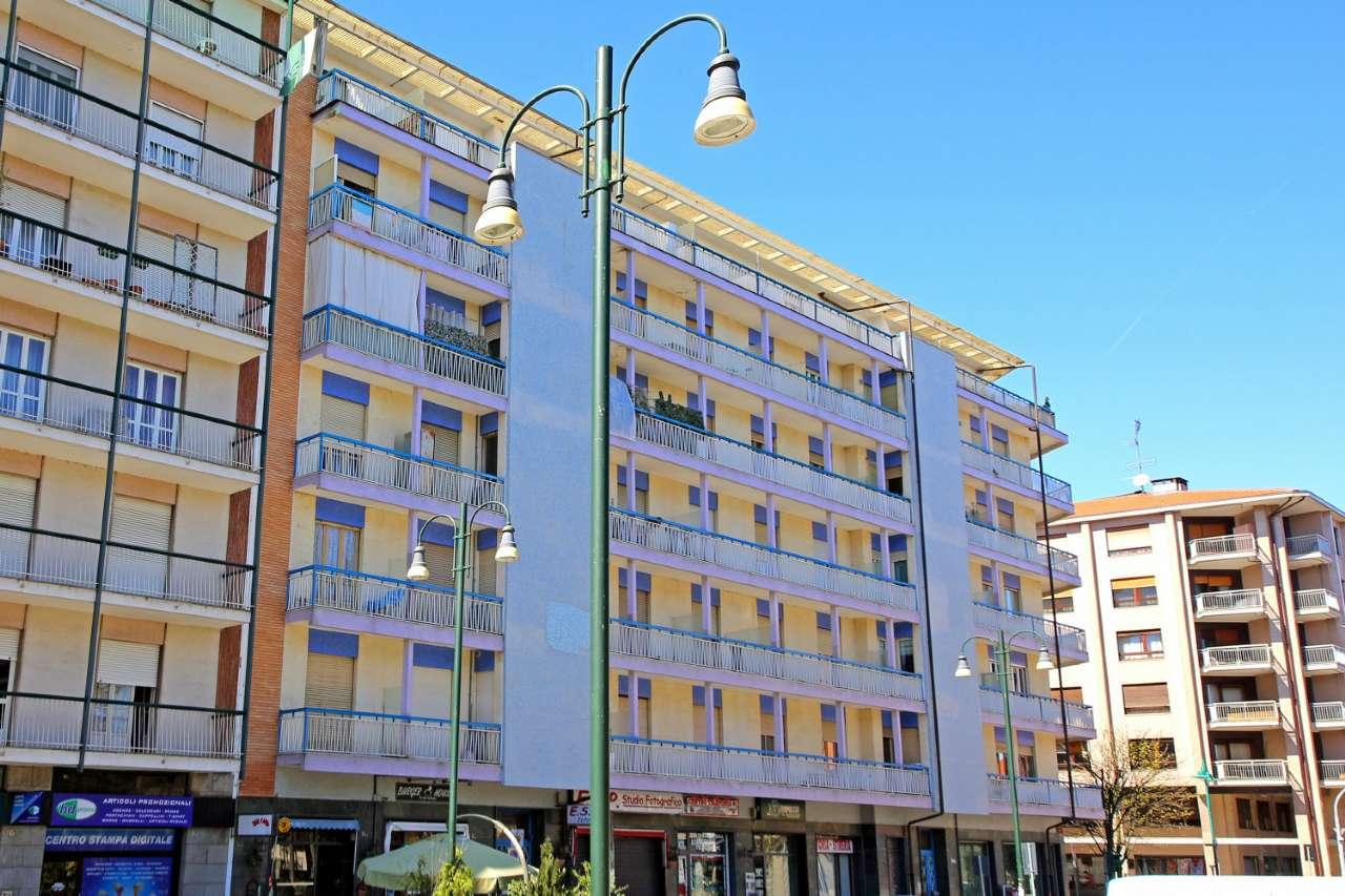 Negozio / Locale in affitto a Chivasso, 2 locali, prezzo € 650 | CambioCasa.it