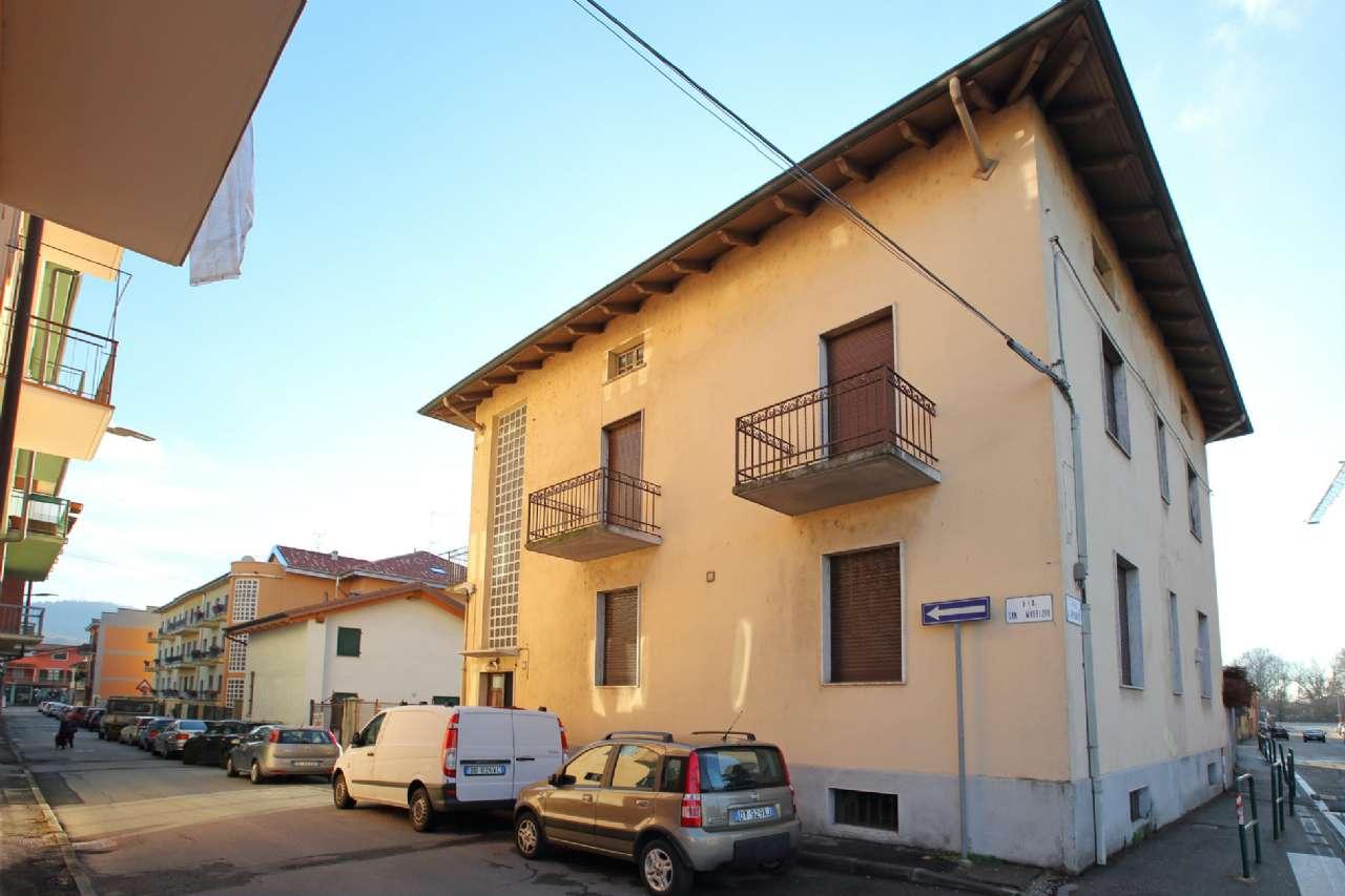 Appartamento in vendita a Chivasso, 5 locali, prezzo € 84.000 | CambioCasa.it