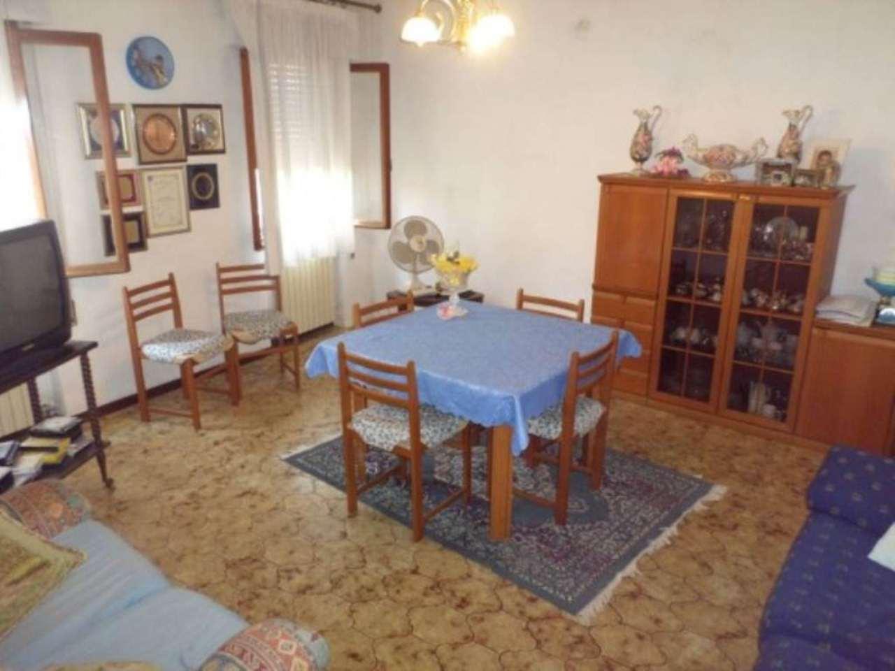 Villa in vendita a Mira, 5 locali, prezzo € 135.000   Cambio Casa.it