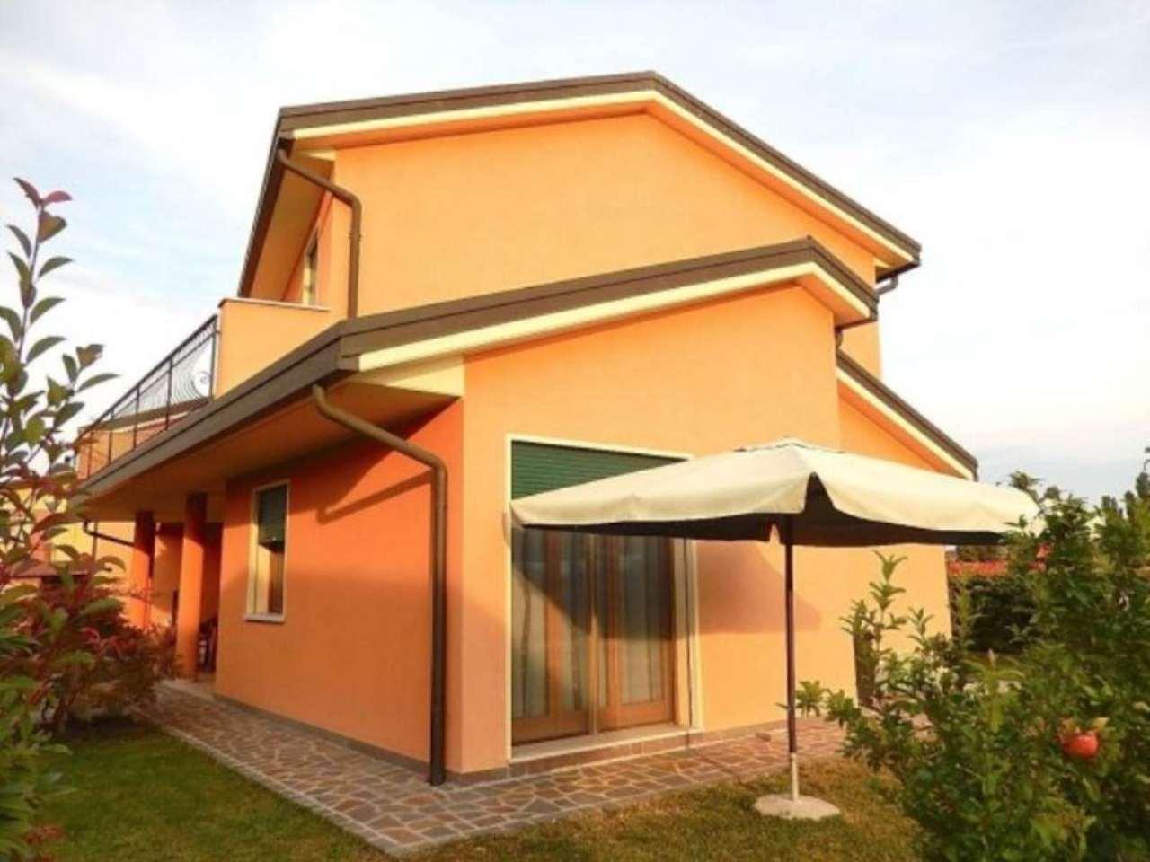 Villa in vendita a Piove di Sacco, 4 locali, prezzo € 375.000 | CambioCasa.it