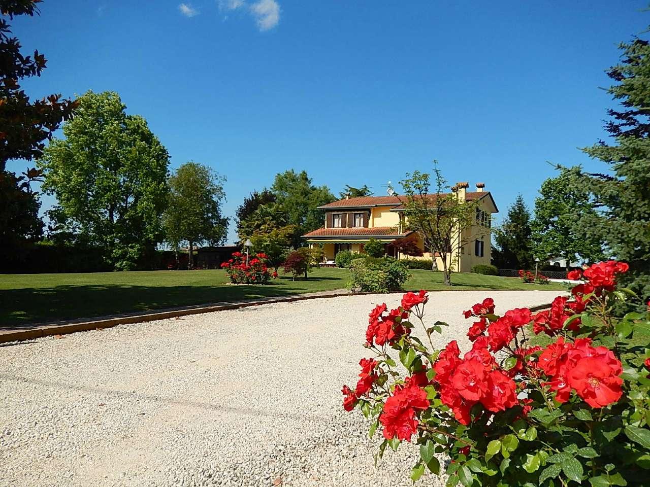 Villa in vendita a Piove di Sacco, 9999 locali, Trattative riservate | CambioCasa.it