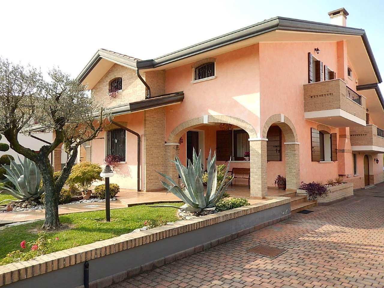 Villa in vendita a Brugine, 10 locali, Trattative riservate | CambioCasa.it