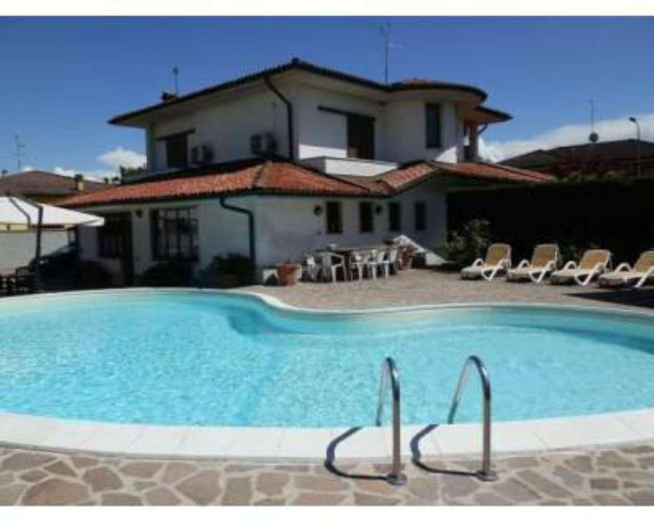 Villa in vendita a Lodi, 5 locali, prezzo € 390.000 | Cambio Casa.it