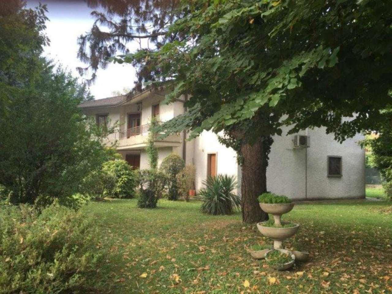 Villa in vendita a Paullo, 8 locali, prezzo € 350.000 | Cambio Casa.it