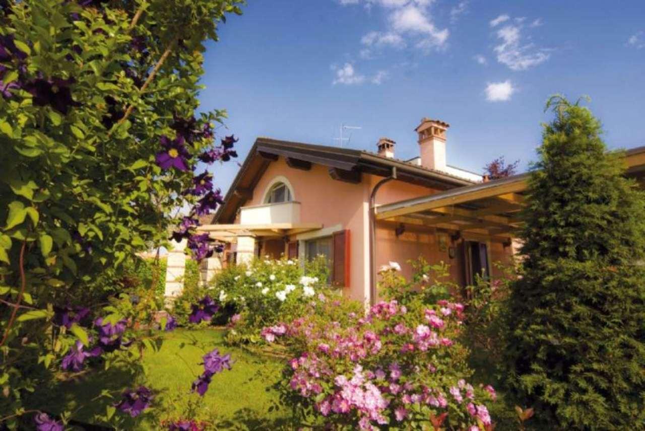 Villa in vendita a Treviglio, 5 locali, prezzo € 350.000 | Cambio Casa.it