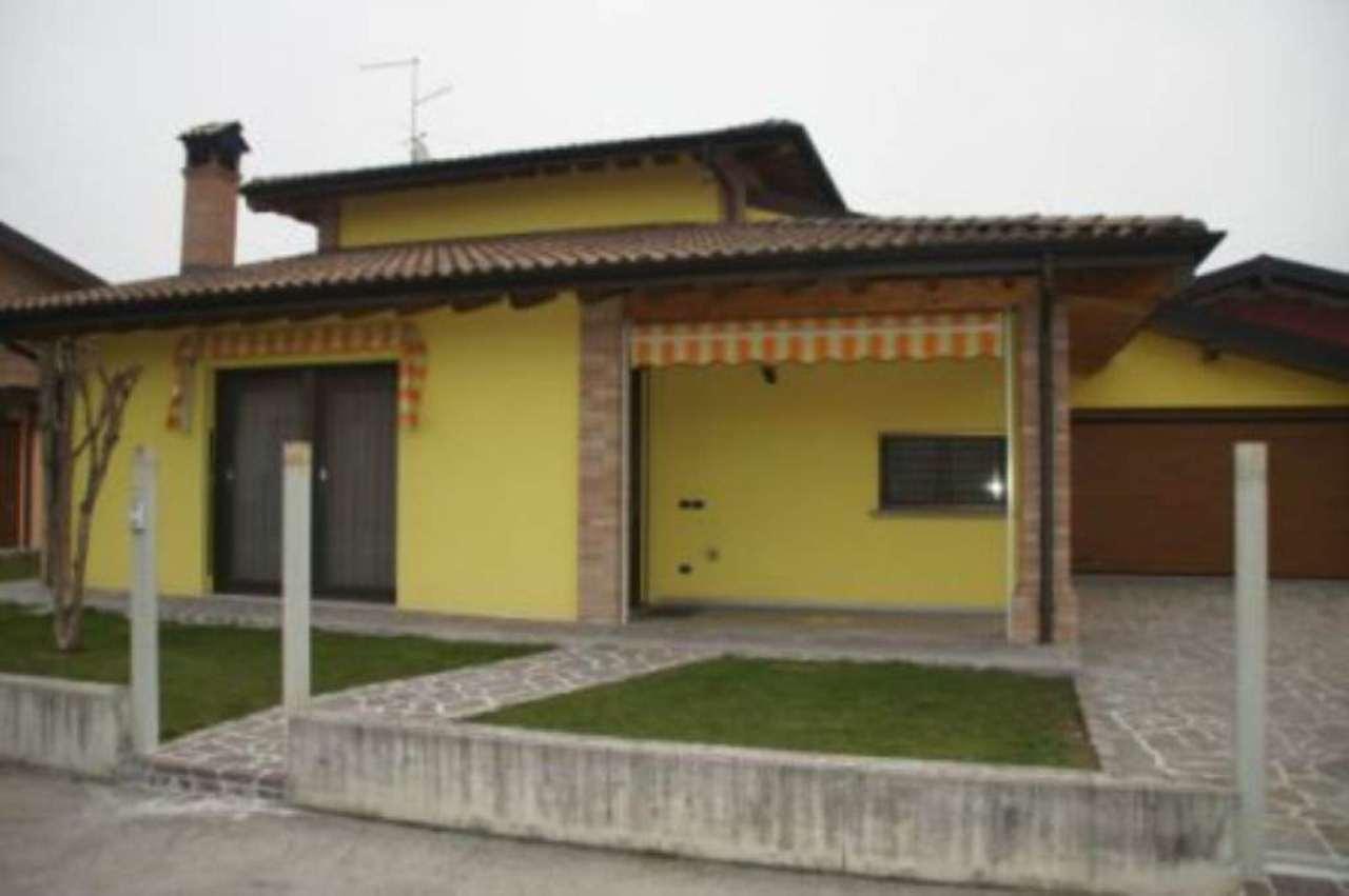 Villa in vendita a Sergnano, 4 locali, prezzo € 255.000 | Cambio Casa.it