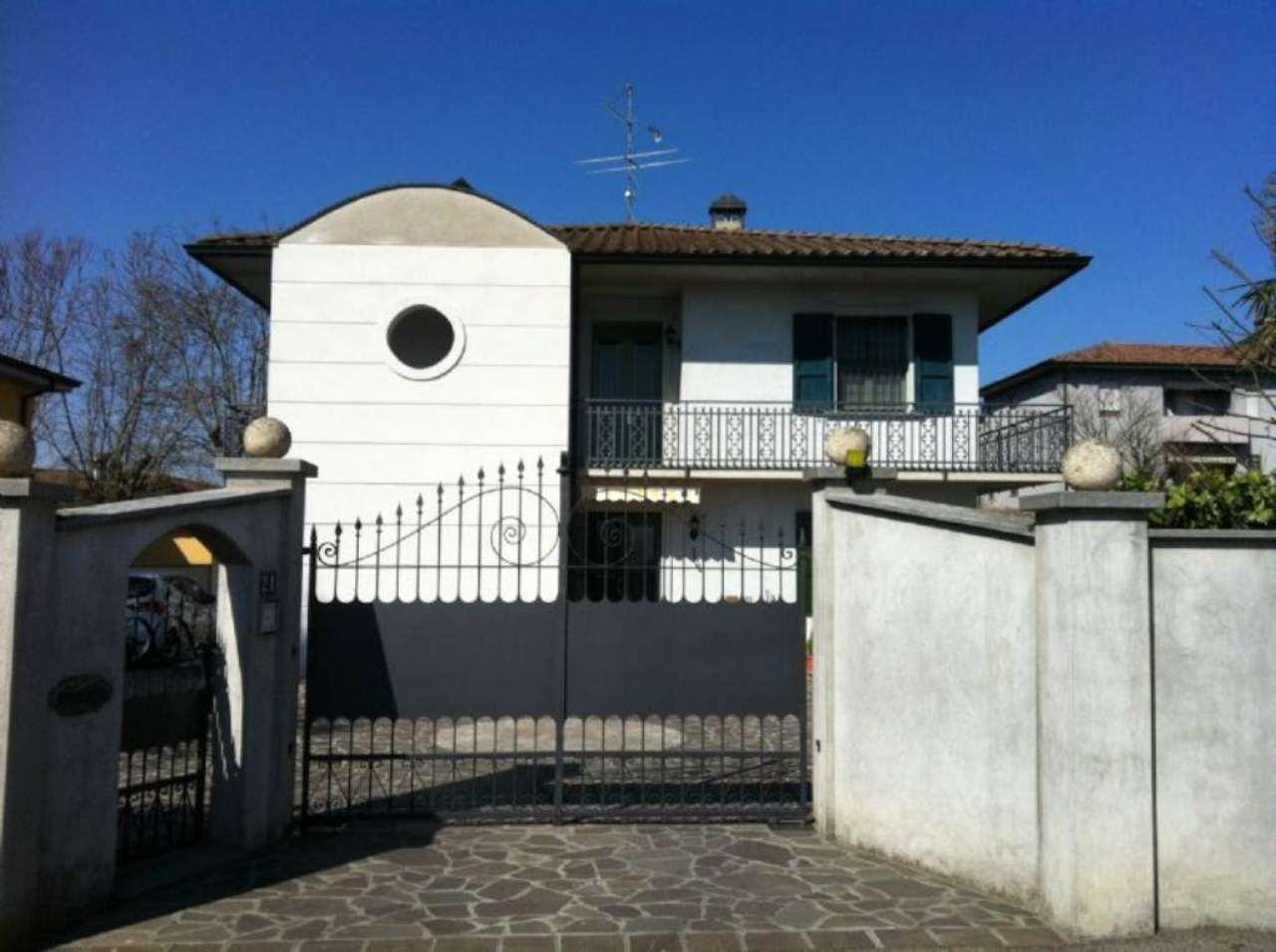 Villa Bifamiliare in Vendita a Madignano